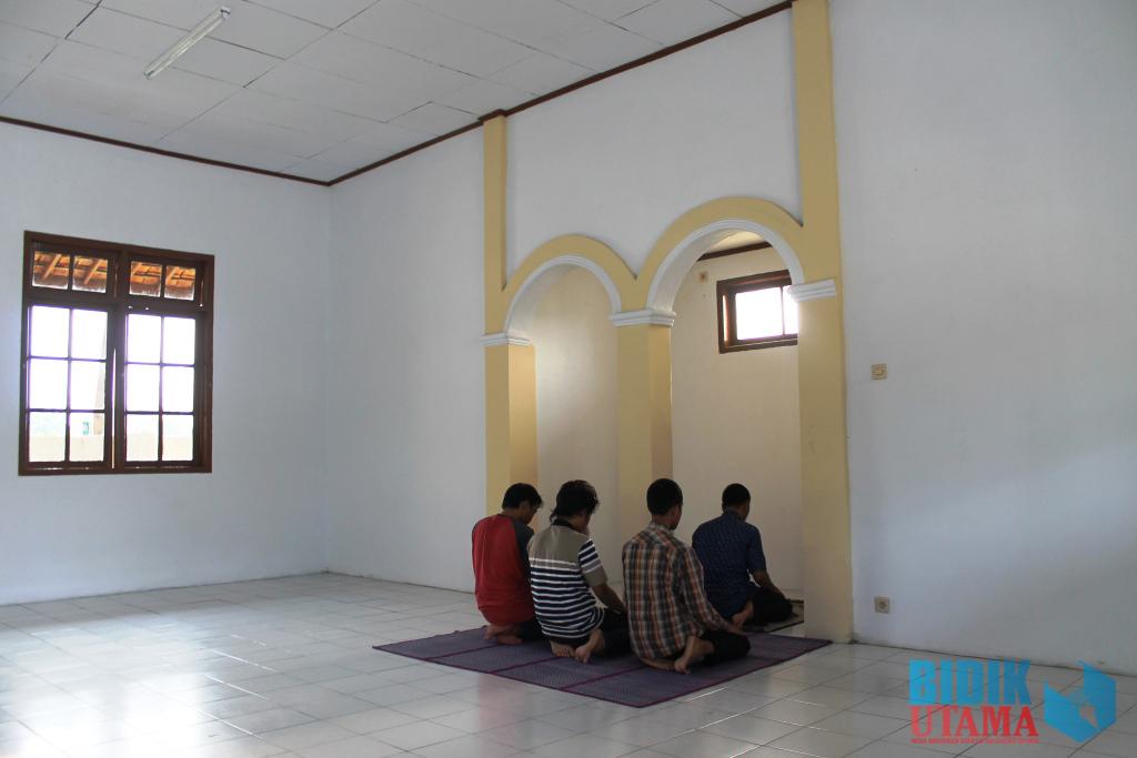 Fasilitas penunjang ibadah mahasiswa seperti sajadah masih tersedia sangat minim.(Ryan/BU)