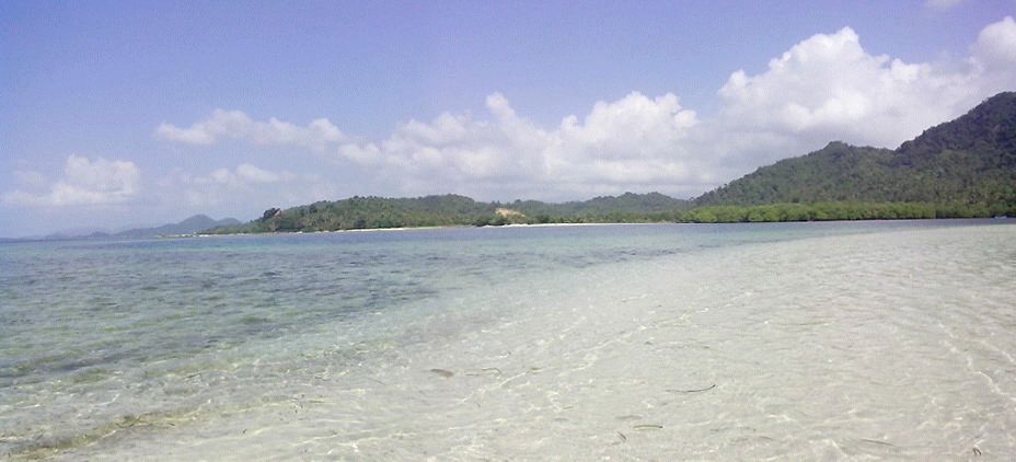Pasir Timbul di sisi kiri pulau Pahawang Kecil. Foto: Nihlah Ayu